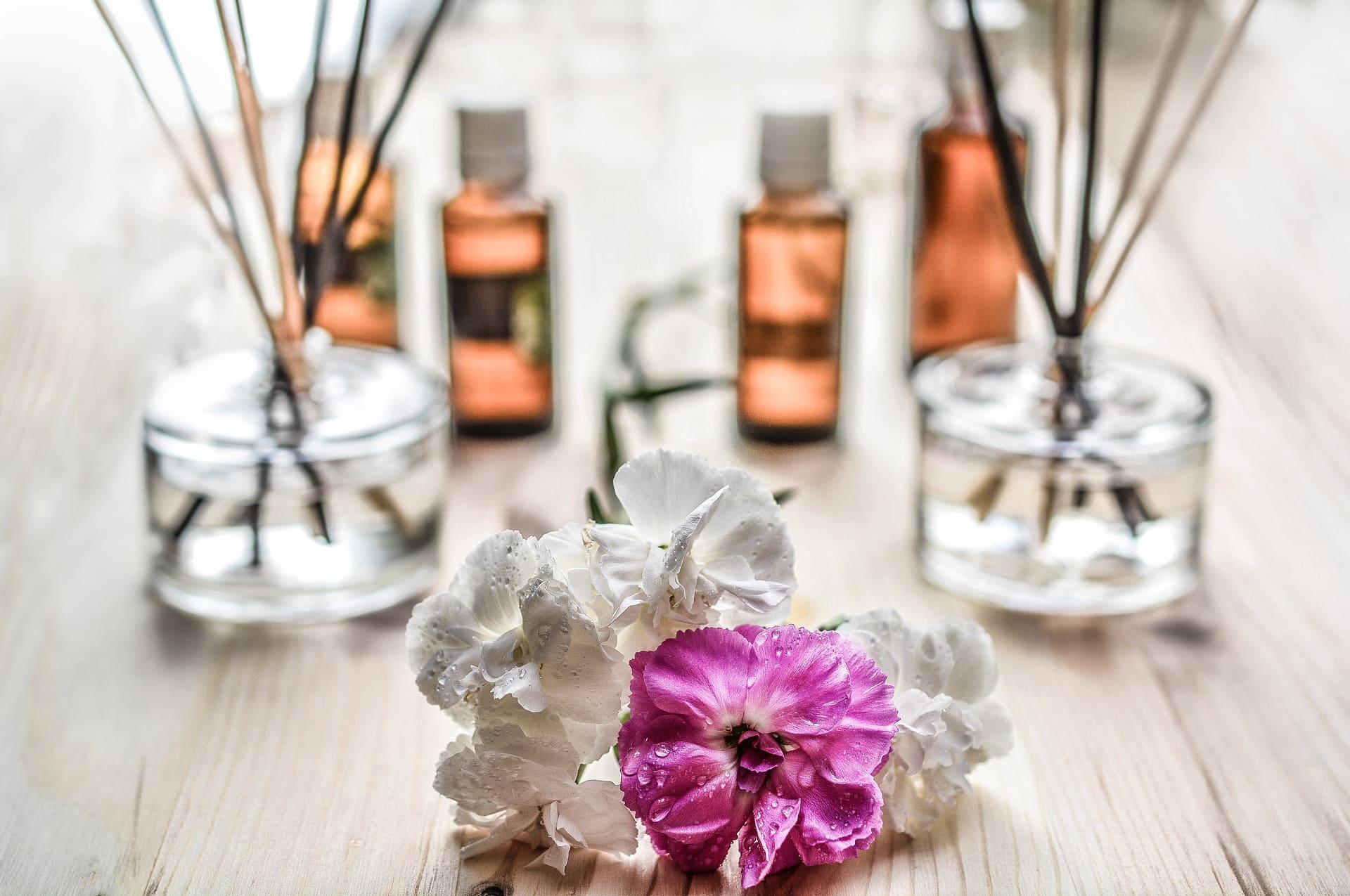 decoratieve bloem met geurstokjes